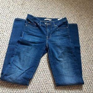 Levi 312 shaping slim jeans